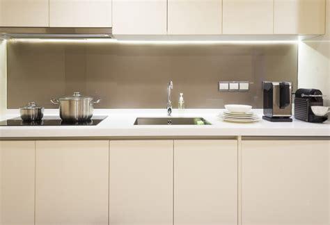 cuisine sol gris clair crédence verre sur mesure