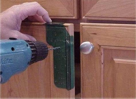 Proper Kitchen Cabinet Knob Placement by Kitchen Cabinet Handle Placement Navteo The Best