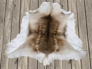 Peau De Bete Tapis : peau de rennes tapis peau de rennes peau de b te douce ~ Teatrodelosmanantiales.com Idées de Décoration