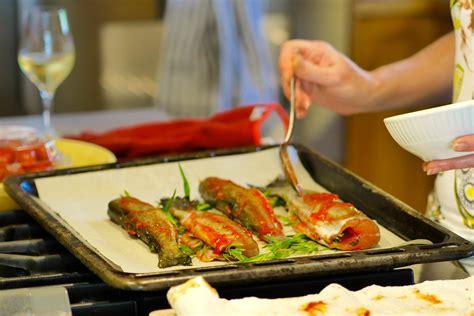 cuisiner une truite au four recette truites à l 39 estragon grillées au four