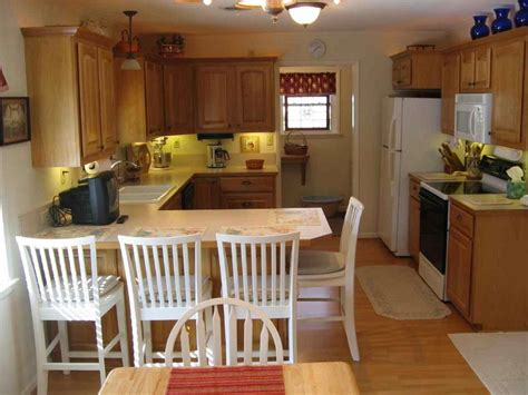 Galley Kitchens With Breakfast Bar  Deductourcom. Living Room Themes. Loft Bed Living Room. Good Living Room Furniture. Wall Decor For Living Room. Window Treatments For Living Room. Living Room Overhead Lighting. City Furniture Living Room. Living Room Furniture Ideas