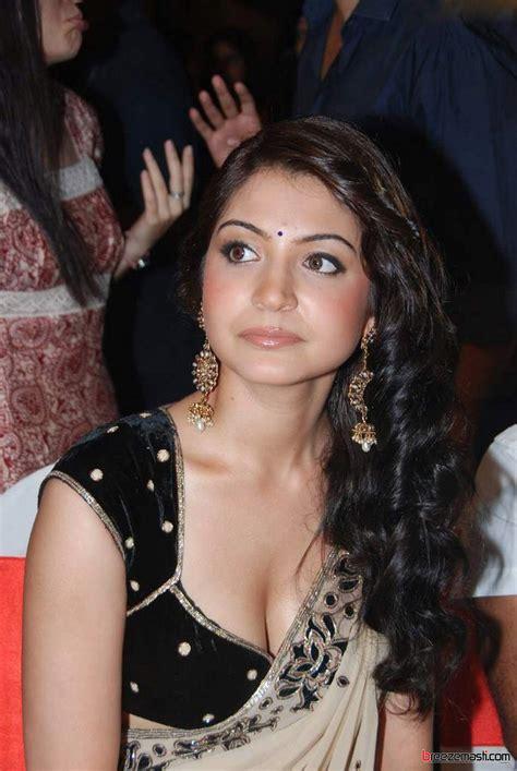 bollywood hot actress anushka sharma  hot