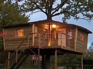 cabane perchee maison de hobbit chambres d39hotes pres de With chambre d hote cabane dans les arbres