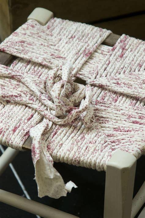rempaillage de chaise rentissage de chaise avec des draps diy recycle