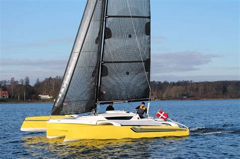 Trimaran Upwind Performance by Dragonfly 25 Sport Trimaran Sailing Upwind Trimarans