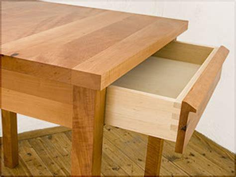 kleiner tisch mit stühlen tische bank eckbank