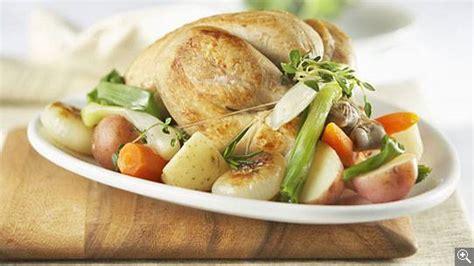 recette poulet au pot poule au pot aux oignons nouveaux et aux fines herbes