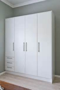 Built In Bedroom Cupboard Designs by Best 25 Bedroom Cupboards Ideas On Pinterest Bedroom