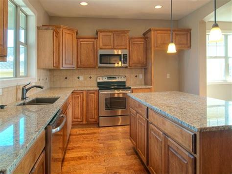 santa cecilia granite countertops love   backsplash    angled  home
