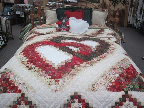 Quilts :: Queen :: Linking Hearts Amish Quilt Queen