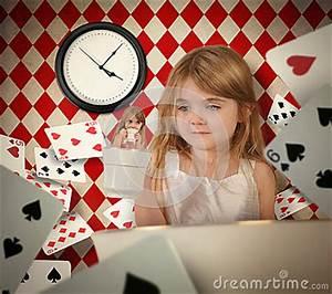Hin Und Mit : m rchen teetasse m dchen mit sich hin und herbewegenden spielkarten stockfoto bild 51904431 ~ Eleganceandgraceweddings.com Haus und Dekorationen