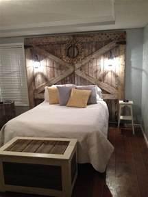 Barn Door Headboard Plans by Best 25 Barn Wood Headboard Ideas On Pinterest Door Bed