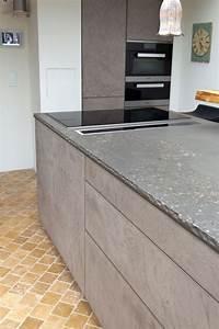 Arbeitsplatte Küche Beton : leicht k che mit grauwacke arbeitsplatte und k chenfronten ~ Watch28wear.com Haus und Dekorationen