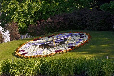 Ziedu jeb puķu pulkstenis - redzet.eu