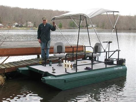 Small Boat Pontoons by 25 Best Ideas About Mini Pontoon Boats On