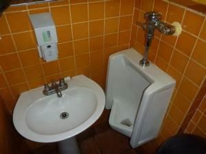 I used the worst men39s bathroom in america business insider for Men in bathrooms