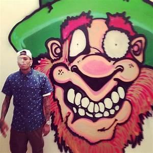 Chris Brown Paints Graffiti For Charity | Luke Williams Gossip