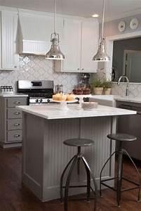 petite cuisine avec ilot central ayant toute la With petite cuisine avec ilot