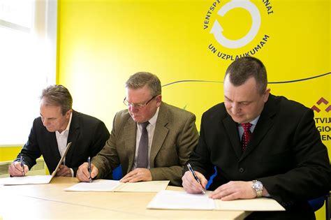 Trīs nacionālās partijas paraksta memorandu par sadarbību ...