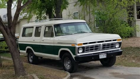 Mexican Explorer: 1979 Ford B100 Carryall