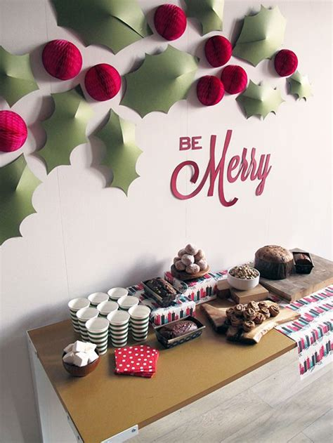 22 simple holly berry christmas d 233 cor ideas shelterness