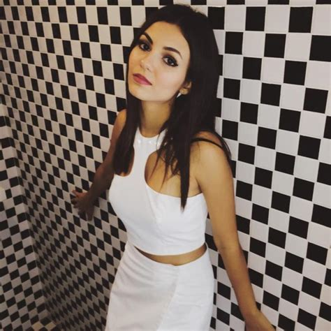 victoria justice hot bikini  images  wallpapers
