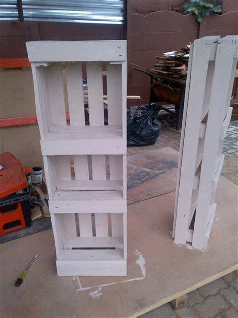 bookshelf out of pallets pallet bookshelf for bedroom 99 pallets
