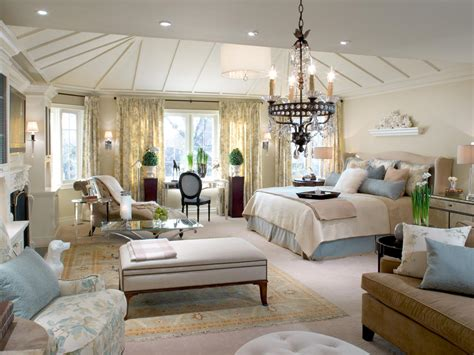 how to choose bedding for the guest bedroom must be carefully thought about so as not to clash colors if the walls in the bedroom are painted a pale bedroom carpet ideas pictures options ideas hgtv