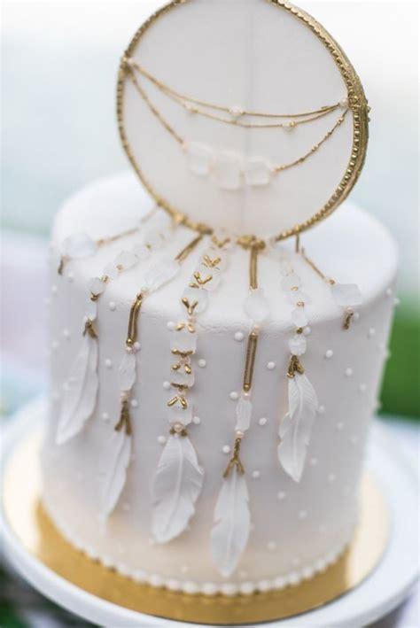 picture  white dreamcatcher wedding cake   stunning idea
