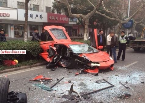 crashed lamborghini veneno lamborghini aventador wrecked in head on crash in china