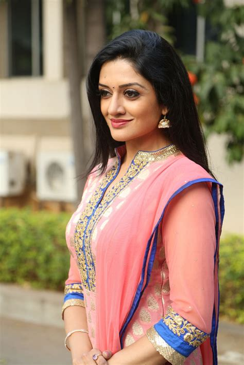 Brand New Pics Of Beautiful Actress Vimala Raman  Film