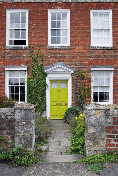 Tips On How To Choose The Perfect Front Door Color For