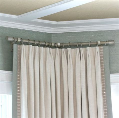 drapery hardware fit to a corner in a bay corner bend