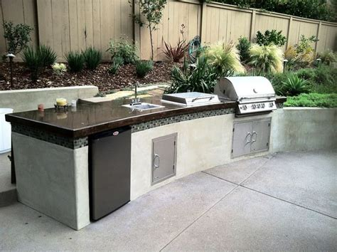 Outdoor Natural Gas Barbecue, Sink & Mini Fridge