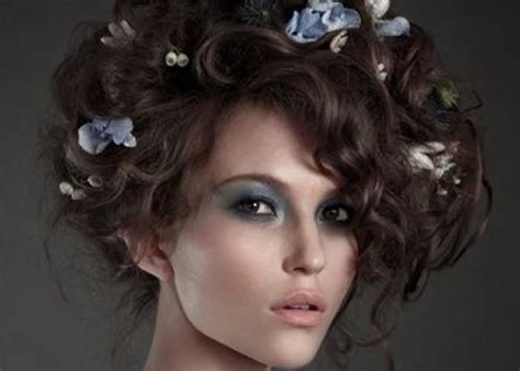 37 Cute Curly Hairstyles For Women