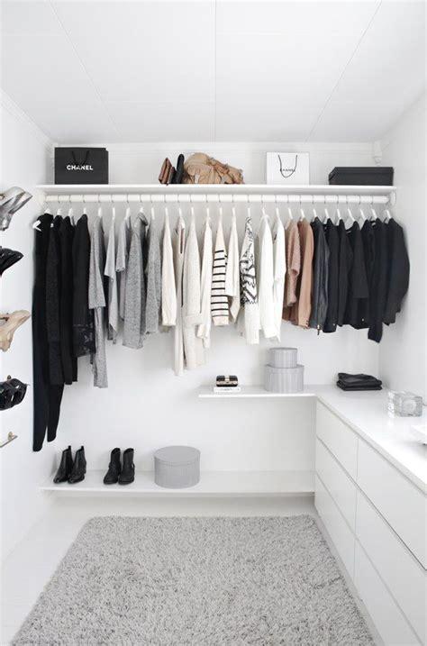 Closet Minimalist by 34 Stylish Minimalist Closet Design Ideas Digsdigs