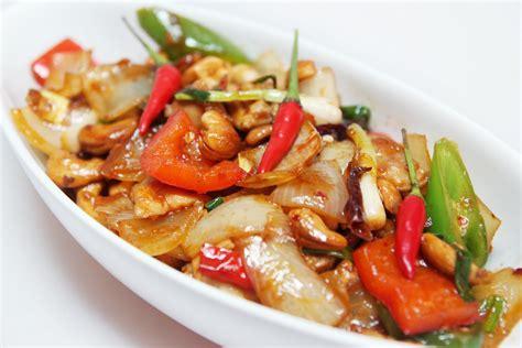 cuisine a base de poulet la cuisine de bernard poulet aux noix de cajou