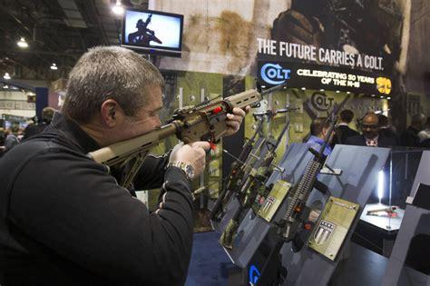 obama sets  political gamble  tough  gun control