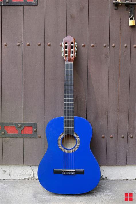 spray paint  acoustic guitar