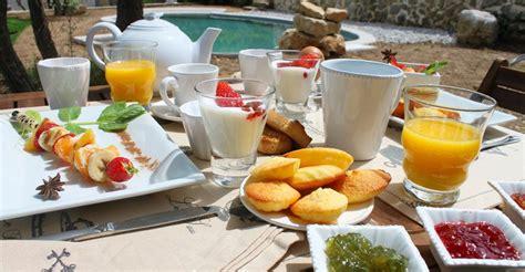 chambre d hote en italie petit déjeuner en chambre d 39 hote à simiane collongue en