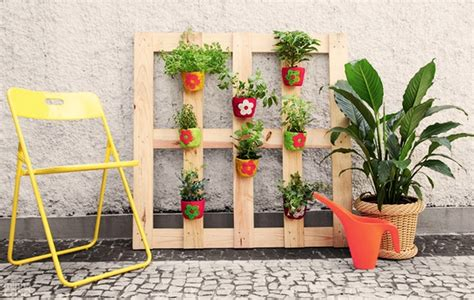 vertical pallet garden ideas   backyard  balcony
