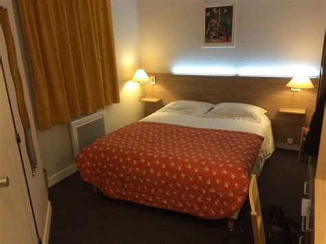 hotel a honfleur avec dans la chambre la chambre avec éclairage led dans la tête de lit et une