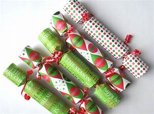 How to Make Christmas Crackers