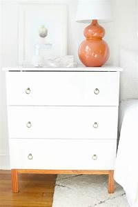 Ikea Tarva Kommode : diy ikea tarva hack nightstands eine schicke wei e ikea kommode gepimpt mit neuen griffen f r ~ Markanthonyermac.com Haus und Dekorationen