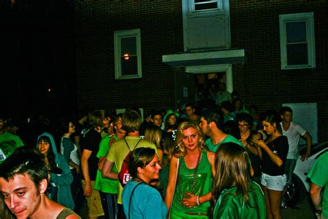 top  tips  hosting  ultimate house party