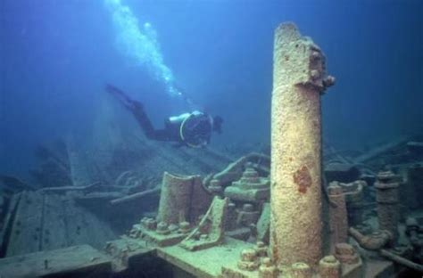 10 Amazing Sunken Ships In The World