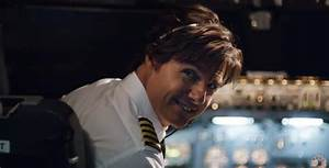 Tom Cruise in 'American Made' flies high and not very deep ...