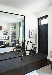 Miroir Mural Design Grande Taille : agrandir l 39 espace avec des miroirs miroir sur mesure sur pied design c t maison ~ Teatrodelosmanantiales.com Idées de Décoration