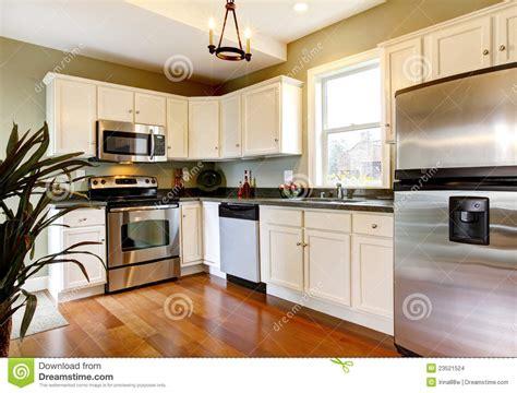 cuisine blanche et verte cuisine neuve blanche et verte classique images stock