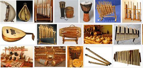 Pada umumnya dalam dunia musik ada 3 jenis alat musik yaitu alat musik ritmis, alat musik harmonis dan alat. 10+ Alat Musik Melodi Tradisional Beserta Penjelasannya Lengkap » Suka-Suka